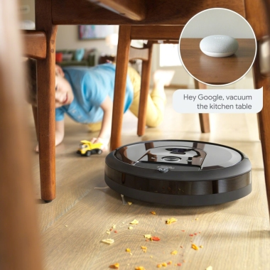 Roomba i7 trenutku posesa umazanijo